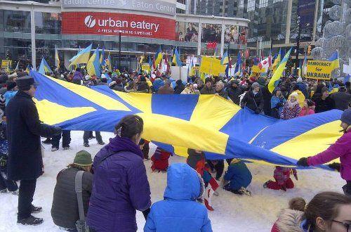 Как украинский Евромайдан поддерживают в мире (фоторепортаж)