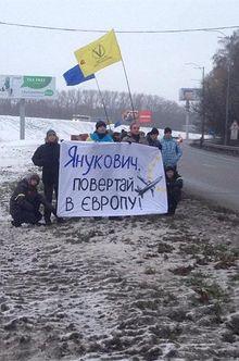 Евромайдановцы решили «провести» Януковича в Москву (фото)