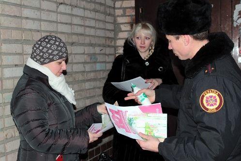 В Луганске спасатели призывают горожан соблюдать правила пожарной безопасности во время новогодних праздников (фото)