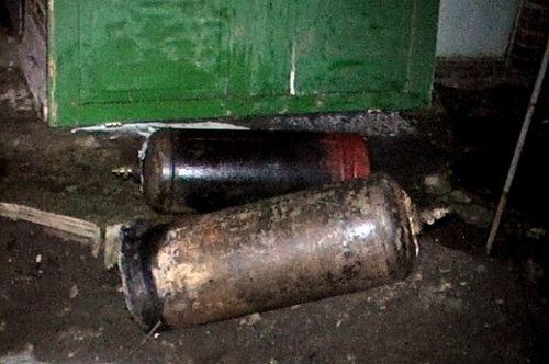 В Луганске спасатели вынесли из горящего флигеля газовые баллоны