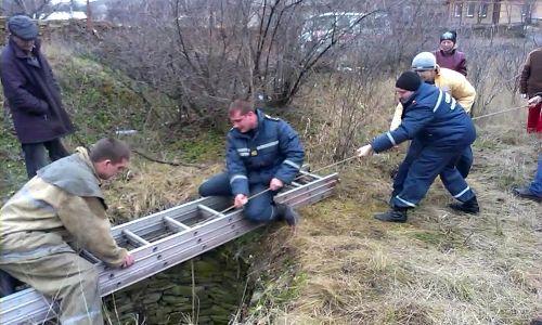 В Луганской области мужчина упал в 14-метровый колодец, где около 19 часов провел в воде (фото, видео)