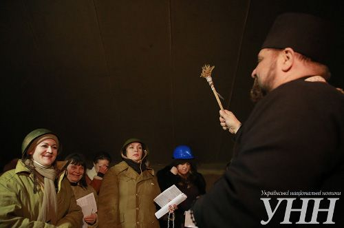 На Майдане освятили женскую сотню (фото)