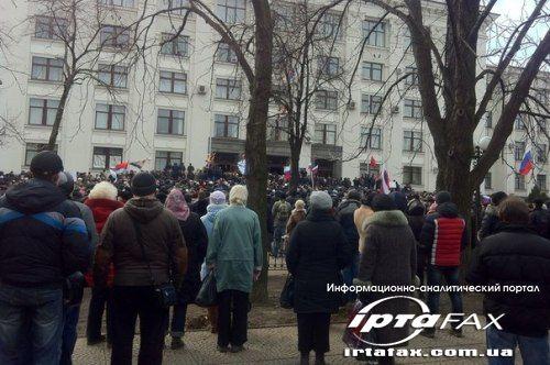 Из захваченной «титушками» Луганской облгосадминистрации эвакуировали губернатора (фото)
