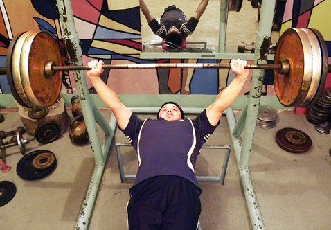 Аспирант луганского вуза стал чемпионом области по пауэрлифтингу (фото)